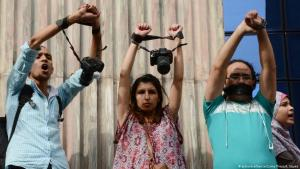 Proteste gegen die Inhaftierung von Journalisten in Kairo; Foto: picture-alliance/Zuma Press