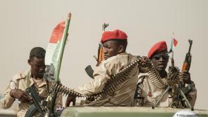 """Einheiten der """"Rapid Support Forces"""" (RSF) im Nordwesten der sudanesischen Hauptstadt Khartum; Foto: AFP/Getty Images"""