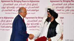 Historisches Friedensabkommen zwischen den USA und den Taliban in Doha am 29. Februar 2020; Foto: AFP/G. Cacace