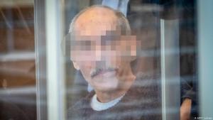 Anwar Raslan nach seiner Ankunft am Oberlandesgericht in Koblenz; Foto: AFP/T. Lohnes