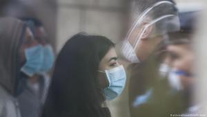 Westjordanland Beit Jala | Coronavirus | Frau mit Mundschutz; Foto: picture-alliance/ZUMA