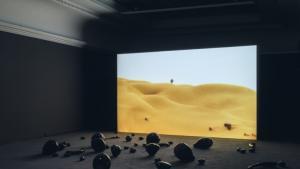 """Installation und Präsentation """"Holy Quarter"""" von Monira al-Qadiri, 2019, im Haus der Kunst in München; Foto: Maximilian Geuter/HdK"""