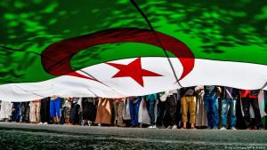 Massenproteste in der Hauptstadt Algier gegen die alten Eliten; Foto: AFP/Getty Images
