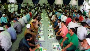 Symbolbild Fastenbrechen während des Ramadans; Quelle: DW