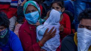Keine Arbeit, kein Essen, kein Obdach - in Indien bringt die Ausgangssperre viele Wanderarbeiter in eine schwierige Lage; Foto: Getty Images/Y. Nazir