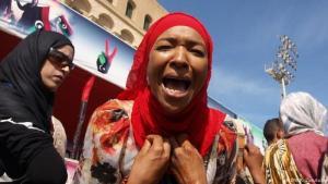 Frau aus Tawergha während einer Demonstration in der Innenstadt von Tripoli, Libyen; Foto: DW/K. Zurutuza