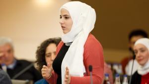 Syrerin Bayan al-Marashli während des IKKN-Erfahrungsaustausch-Donauwörth; Foto:  Copyright: Engagement Global / Foto: Andreas Grasser