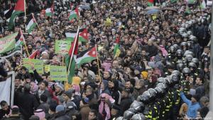 Proteste gegen Trumps Nahost-Plan in der jordanischen Hauptstadt Amman; Foto: AP/Raad Adayleh