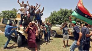 Anhänger der libyschen Übergangsregierung feiern die Gebietsgewinne ihrer Truppen; Foto: AFP/Getty Images
