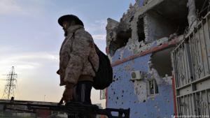 Kämpfer der Verbände der Regierung der Nationalen Einheit (GNA) im Süden von Tripolis; Foto: picture-alliance/Xinhua/H. Turkia