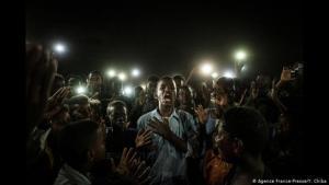 Proteste gegen das Baschir-Regime in Khartum, Sudan, eine Fotografie des japanischen Künstlers Yasuyoshi Chiba; Foto: AFP/Y. Chiba