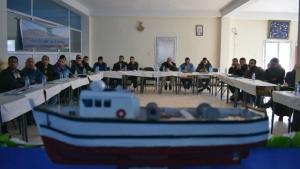 """Der algerische Umweltverband HOME führt Schulungen zum Thema """"Nachhaltige Fischerei"""" für 60 Fischer durch, die aus den fünf Häfen ausgewählt wurden; Foto: Samia Balistrou"""