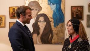 Der französische Präsident Emmanuel Macron besuchte den libanesischen Sänger Nouhad Haddad, bekannt als Fairouz, am 1. September 2020 in Beirut. (Foto: Soazig de la Moissonniere/Présidence de la République).