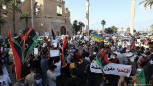 Proteste in Tripolis, Libyen; Foto: picture-alliance/AA/H. Turkia
