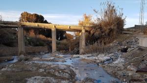 Umweltverschmutzung durch Industrieabwässer in einem Fluss bei Kasserine im Januar 2020; Foto: Raoudha Gafrej
