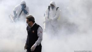 Desinfektionsmaßnahmen gegen Corona im Iran; Foto: picture-alliance/AP/V.Salemi