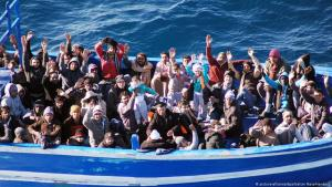 Flüchtlinge bei ihrer Ankunft in Lampedusa; Foto: picture-alliance/dpa