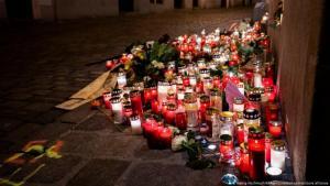 Österreich | Nach dem Terrorangriff in Wien | Kerzen am Tatort in der Seitenstettengasse (Georg Hochmuth/APA/picturedesk.com/picture alliance)