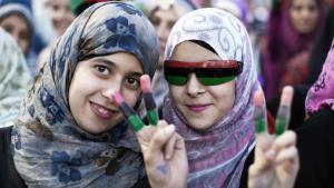 Libysche Frauen feiern in Tripolis am 20. Oktober 2011 nach der Bekanntgabe des Todes des libyschen Machthabers und Langzeitdiktator Muammar Gaddafi. (Foto: Marco Longari/AFP/Getty Images)