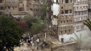 Zum ersten Mal schlugen die Bomben der von Saudi-Arabien geführten arabischen Kriegs-Koalition direkt in die zum UNESCO-Weltkulturerbe zählende Altstadt ein. Die UNESCO verurteilte den Angriff vom 12.06.2015 im Jemen. (Foto: epa)