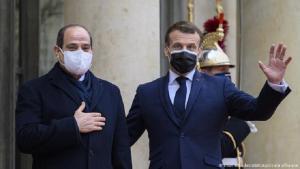 Der ägyptische Präsident Abdul Fattah al-Sisi (l) und der französische Präsident Emmanuel Macron vor dem Elysee-Palast in Paris. Foto: picture-alliance/ABACA/Eliot Blandet