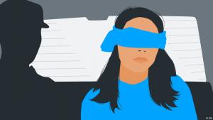 Junge Frau mit verbundenen Augen neben Mann mit Uniformmütze - DW Illustration I Folterprozess Koblenz