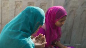 Szene aus dem Komplex des Sufi-Schreins Moinuddin Chishti im nordindischen Ajmer; Foto Marian Brehmer