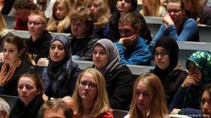 Muslimische Studenten in einem deutschen Hörsaal. Foto: picture-alliance/dpa/O. Berg