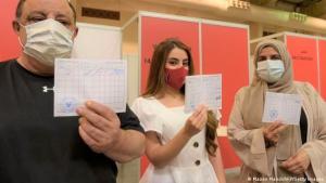 Im Februar führte Bahrain als eines der ersten Länder der Welt einen Impfpass ein. Foto: Mazen Mahdi/AFP/Getty Images