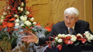 Der Philosoph und Soziologe Jürgen Habermas bedankt sich am 14.12.2012 in Düsseldorf (Nordrhein-Westfalen) für den Heine-Preis (Foto: dpa)