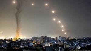 Raketenbeschuss aus dem Gaza-Streifen nach Israel am 10. Mai 2021 (Mahmud Hams/AFP/Getty Images Abgefeuert)