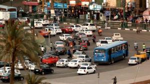 Straßenverkehr an einer Kreuzung in Kairo (Quelle: YouTube screenshot)