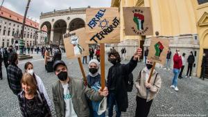 """""""Free Palestine!""""-Demonstration in München; Foto: Sachelle Babbar/ZUMA wire/picture-alliance)"""