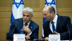 Außenminister Jair Lapid und Ministerpräsident Naftali Bennett wollen nach zwei Jahren die Ämter tauschen. (Foto: JINI via Xinhua/picture alliance)