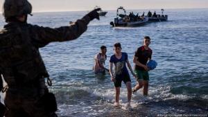 Junge Migranten bei ihrer Ankunft in Ceuta (19.Mai.2021). (Foto: Bernat Armangue/AP Photo/picture alliance)