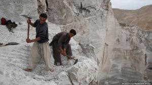 Afghanistan: Arabeiter graben nach Bodenschätzen. (Foto: Jawed Kargar/dpa/picture alliance)