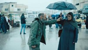 "Film ""Gaza mon amour"" - Brautwerbung im Regen: Salim Dau (links) und Hiam Abbas. Foto: Alamode Film"