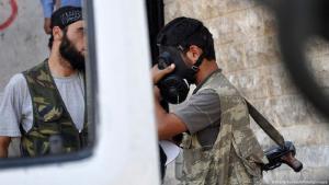Syrien Kämper mit Gasmaske in Aleppo Chemiewaffen.