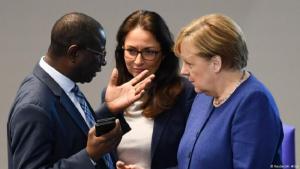 Karamba Diaby (li.) stammt aus Senegal, der Vater von Yasmin Fahimi (Mi.) war Iraner - beide sind SPD-Abgeordnete
