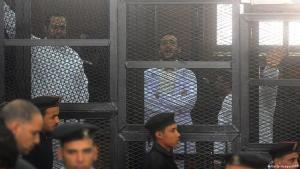 Säkulare Oppositionelle vor einem Gericht in Ägypten, 22.03.2013; Foto: Getty Images/AFP