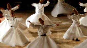 Tanzende Derwische; Foto: dpa/picture-alliance/epa/Kerim Okten