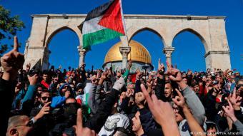 Zankapfel Tempelberg: Hier hatten die Proteste nach dem Freitagsgebet heute begonnen. Viele Palästinenser befürchten, dass Israel sie nun aus der Heiligen Stadt drängen wird.
