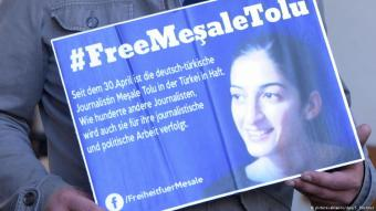 Kampagne zur Freilassung von Mesale Tolu; Foto: dpa/picture-alliance