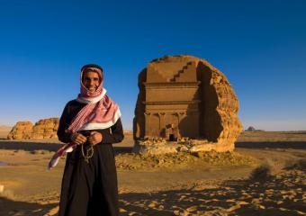 Madain Saleh ist eine Schwesterstadt von Petra in Jordanien. Sie ist eine Stätte des UNESCO-Weltkulturerbes. Hier stehen 111 perfekt erhaltene Nabatäer-Gräber. Der Ort ist auch deshalb so magisch, weil es dort keinerlei Touristen, Colaverkäufer oder Andenkenläden gibt.