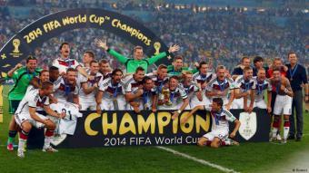 Die deutsche Fußballnationalmannschaft feiert den Gewinn der Weltmeisterschaft in Brasilien. Foto: Reuters