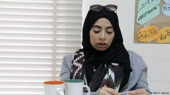 Rayan Sukkar, Bürgerjournalistin: Ich bin Rayan Sukkar. Seit zwei Jahren arbeite ich für die Online-Plattform Campji. Ich bin Reporterin aus Schatila, aber ich berichte auch aus vielen anderen Flüchtlingslagern. Bis zu 40.000 Menschen leben im Flüchtlingslager Schatila, neben palästinensischen Flüchtlingen auch immer mehr Syrer, die vor dem Bürgerkrieg geflohen sind.