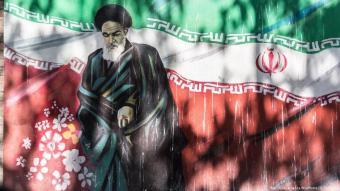 Wandbild von Ayatollah Ruhollah Khomeini in Teheran; Foto: picture-alliance