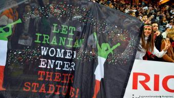 """Kampagne """"Let Iranian women enter their stadiums!"""" beim Freundschaftsspiel Iran gegen Schweden in Stockholm am 31. März 2015; Foto: picture-alliance/dpa/H. Montgomery"""