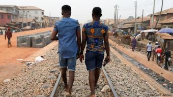"""Nach Ansicht von Xeenarh Mohammed, Geschäftsführer der """"Initiative für Gleichberechtigung"""" in Nigeria, wird in dem afrikanischen Land das Gesetz, das gleichgeschlechtliche Beziehungen verbietet, """"immer und immer wieder dazu benutzt, Menschen wegen ihrer vermeintlichen sexuellen Orientierung oder geschlechtlichen Identität zu schikanieren."""""""