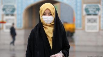 Die Hauptlast trägt der Iran: Mit einer hohen Anzahl von Neuinfizierungen und Todesfällen ist die Islamische Republik ein regionales Epizentrum der Pandemie. Mehrere führende Politiker und Beamte wurden infiziert, und es ist davon auszugehen, dass die Dunkelziffer weitaus höher ist als offiziell bekannt. Die Regierung hat die Freitagsgebete abgesagt, doch medizinische Helfer beschweren sich, sie seien für den Kampf gegen das Virus zu schlecht ausgerüstet. Der Iran hat den IWF um finanzielle Hilfe gebeten
